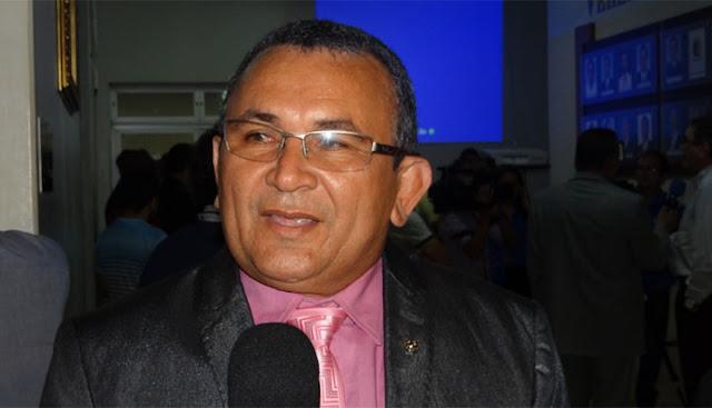 Vereador Bebé Taxista parte pra cima do prefeito festeiro e maquiador!!!