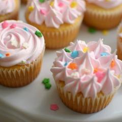 Receta para preparar cupcakes de vainilla decorados con merengue