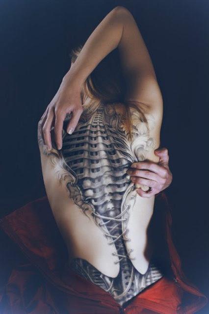 tatuajes para mujeres en la espalda alta