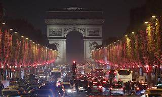 Χριστούγεννα 2018: Το Παρίσι φωταγωγήθηκε με χιλιάδες λαμπιόνια και το θέαμα είναι μαγευτικό! ΕΙΚΟΝΕΣ