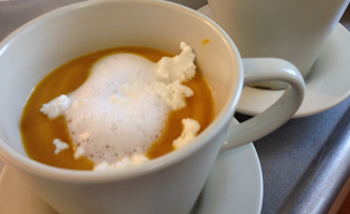 川口の出張シェフ:南瓜のヴルーテ(スープ)、カッテージチーズとミルクの泡