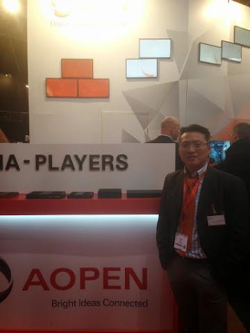 圖說: AopenEurope ISE 攤位,圖前右1: Director Mr. Edden Lin, 圖片來源: By JJ Jan