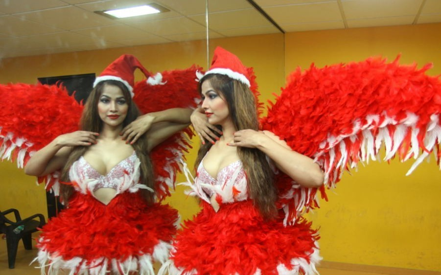 Tanisha Singh Christmas photoshoot