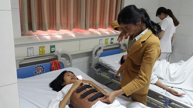 Gia Lai: Xót thương người mẹ thần kinh một mình nuôi con bị gù vẹo cột sống
