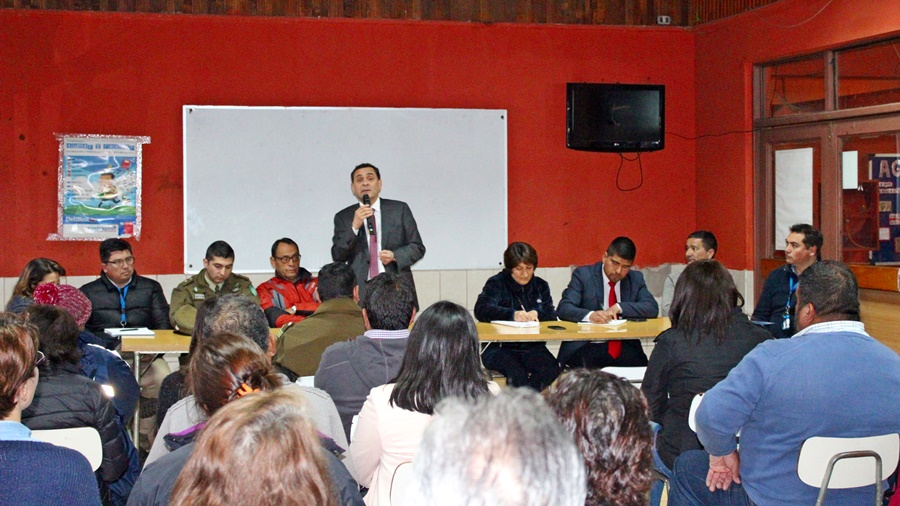 Dirigentes vecinales de los Niches se reunieron con alcalde Javier Muñoz, concejales y policías, para analizar temas de seguridad en el sector