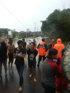 Hujan Lebat Dan Angin Kencang Menyebabkan Banjir Di Beberapa Wilayah Cirebon