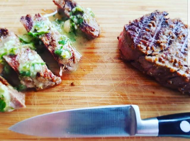 Steki z polędwicy wołowej z sosem chimichurri