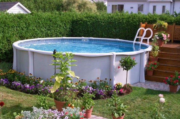 Piscinas desmontables la mejor opci n para jardines for Terrazas para piscinas elevadas