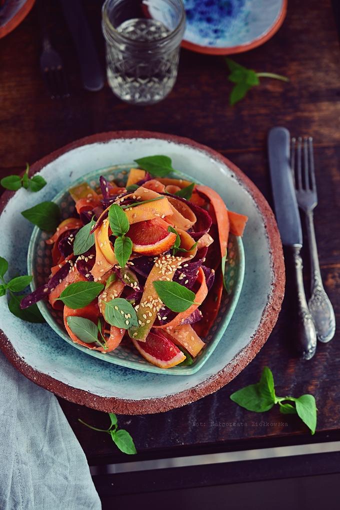 Marynowana sałatka z kolorowej marchwi