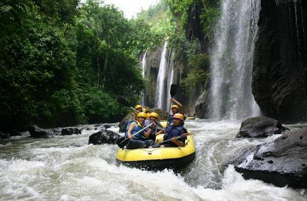 Arung jeram (rafting) di Sungai Asahan - Sumatra Utara