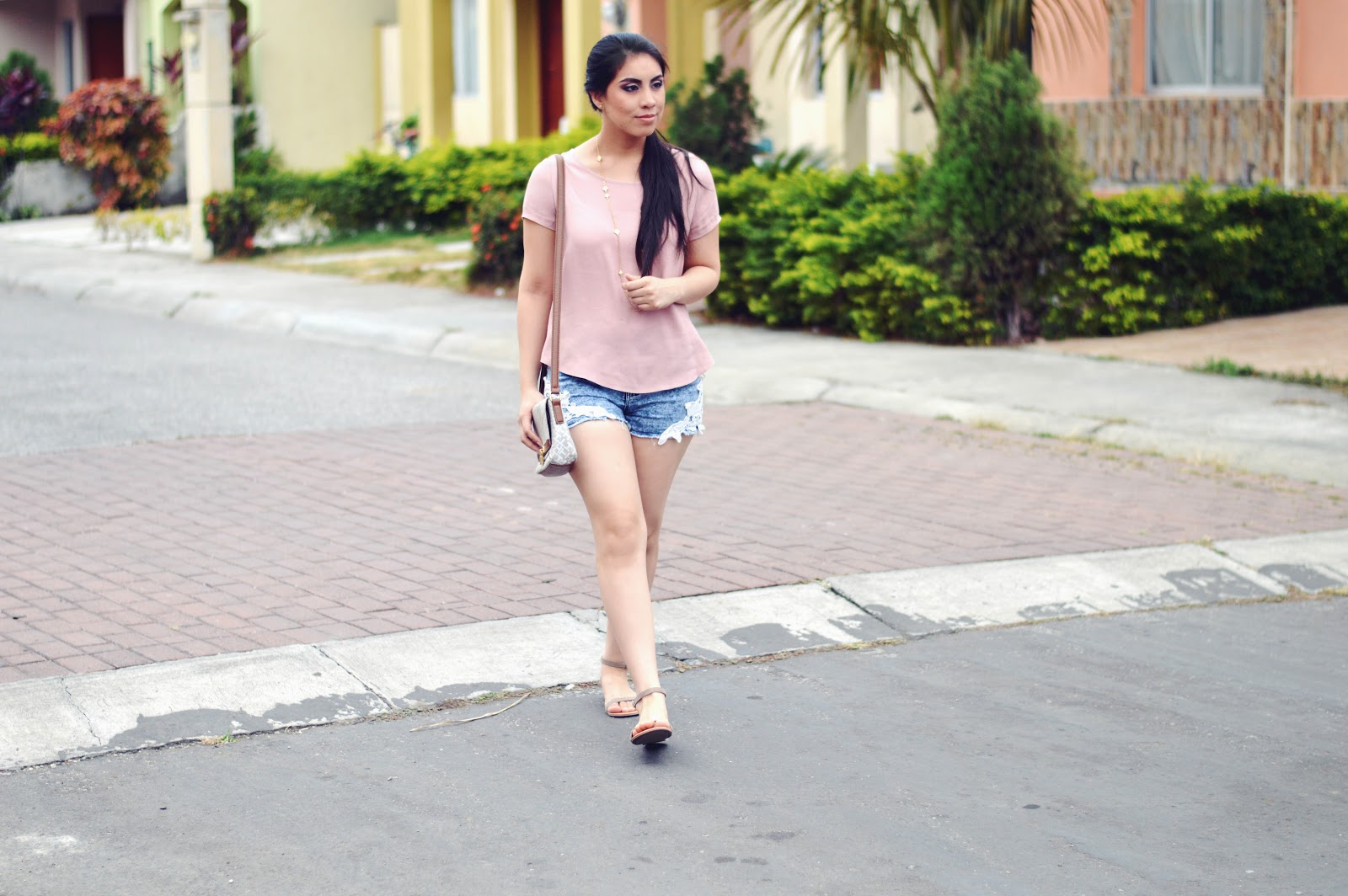 silvia-armas-simple-beauty-pink-denim-fashion-makeup-latina-blogger-ecuador