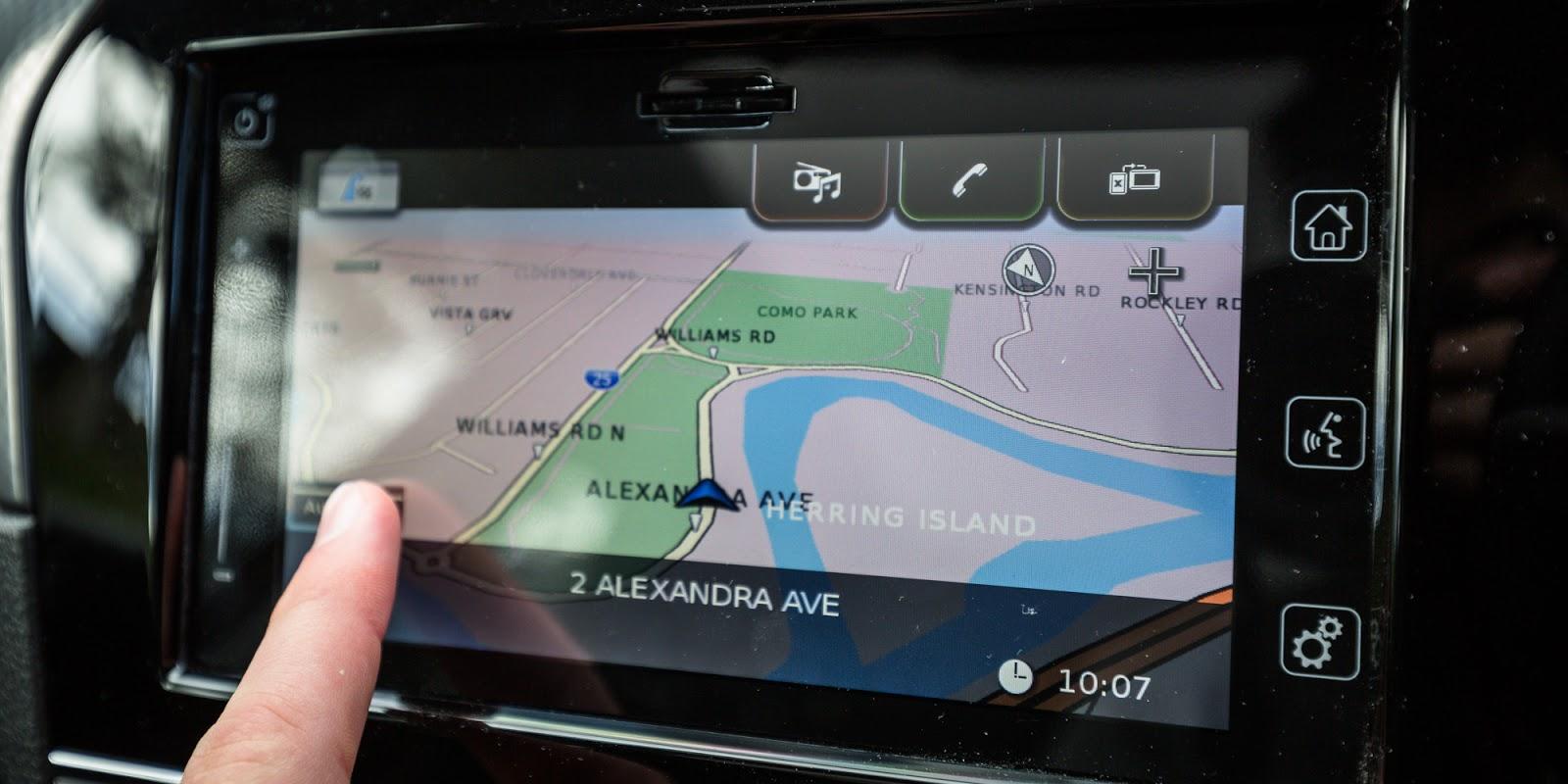 Màn hình kết nối chỉ đường thông minh, định vị chiếc xe ở đâu