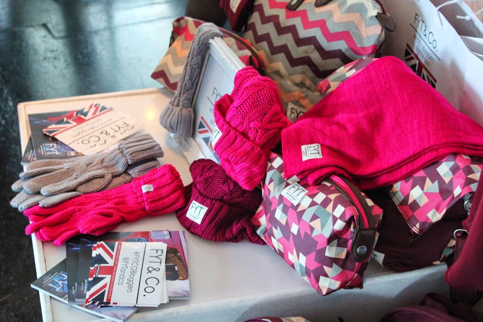 bloggers-love-fashion-week-scarves-gloves-wool