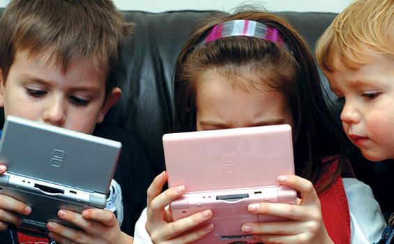 Awasi Penggunaan Gadget Bagi Anak-Anak