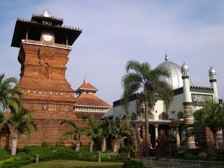menara masjid sunan kudus