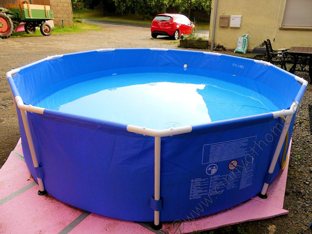 cinny home zu jeder zeit im eigenen pool von poolsana entspannen framepool sommer abk hlung. Black Bedroom Furniture Sets. Home Design Ideas