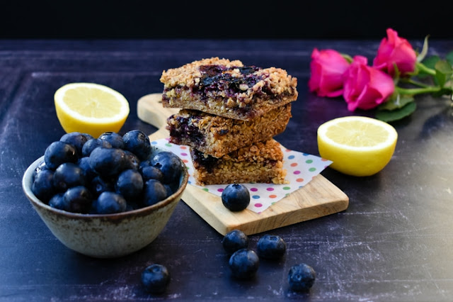 chewy blueberry and lemon oaty breakfast bars