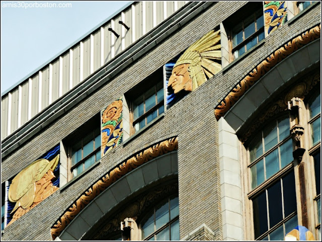 Art Deco en la Fachada del Home Saving Bank en la Ciudad de Albany