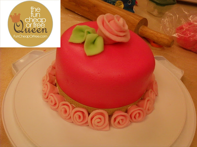 How To Use Marshmallow Fondant To Wrap Around Cake