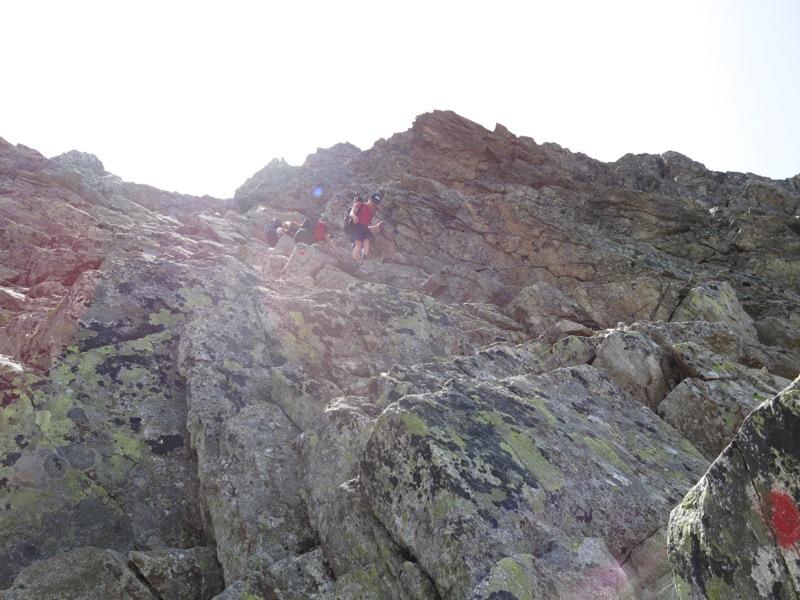 Abstieg im Gipfelaufbau