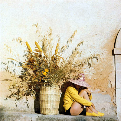 http://tumblr.vintag.es/post/155351105660/life-in-color-through-jacques-henri-lartigues