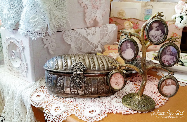 https://lace-age-girl.blogspot.com/2018/12/vintage-baby-photo-frame-trees.html
