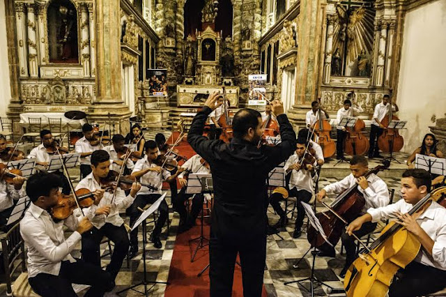 Orquestra Criança Cidadã Festival RioMar de Literatura no Teatro RioMar
