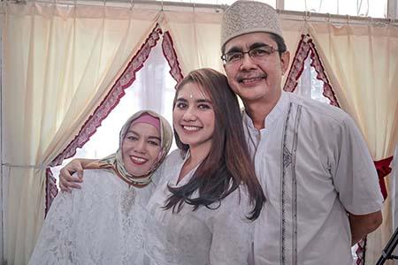 Nadhea Ananda bersama Ayah Ibunya