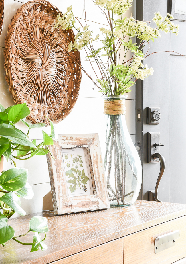 Thrifty spring decor in the entryway