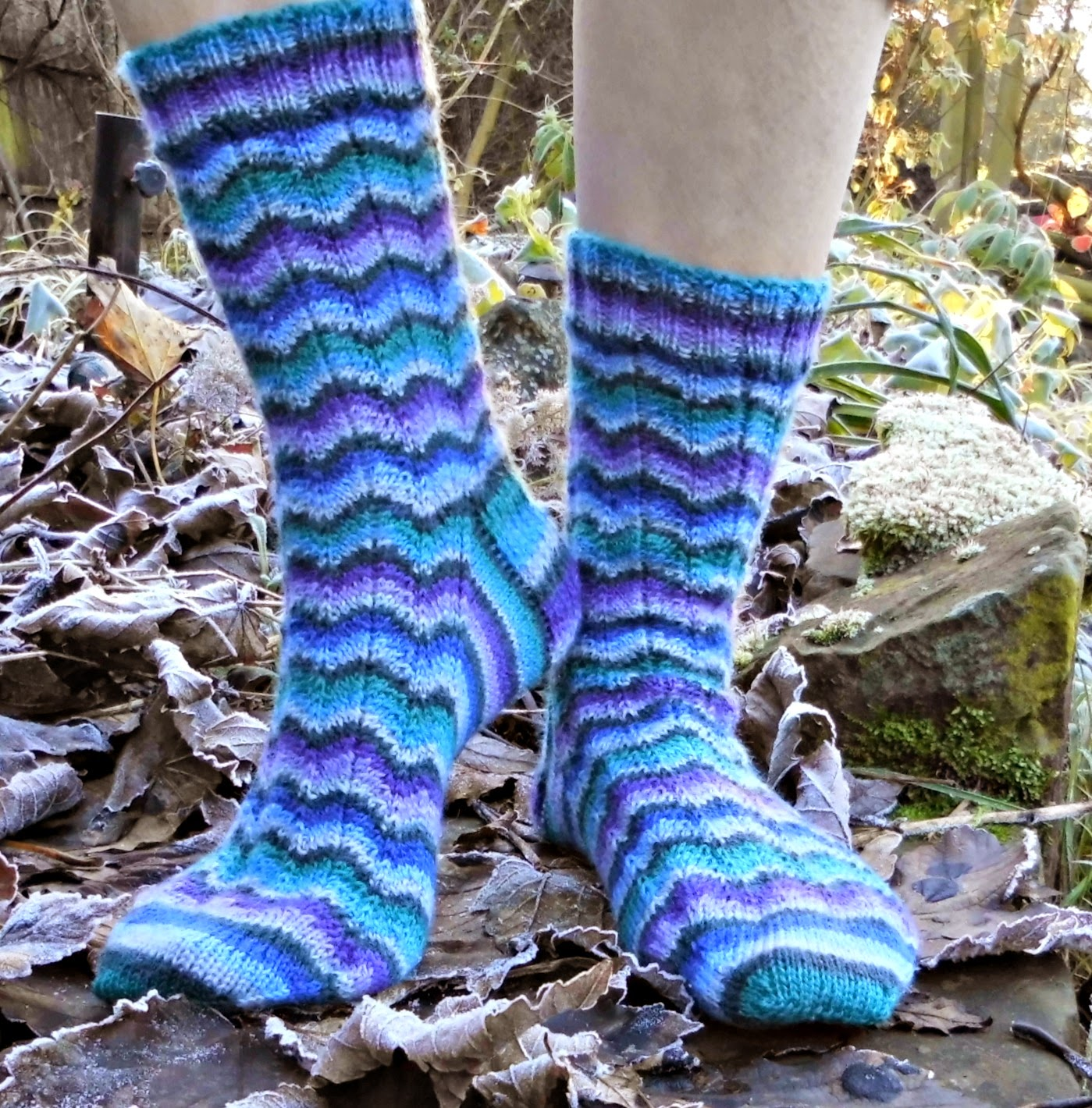 Neat Ripple Socks - free pattern at www.winwickmum.blogspot.com