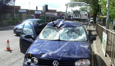 Mobil yang ditabrak oleh kuda
