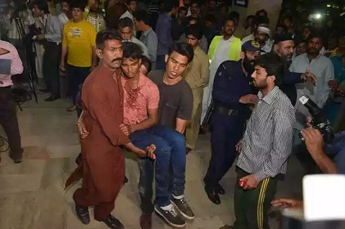 Heartbreaking Photos: Pakistan Suicide Bombers Kill 65 People, Wounds 300 During Easter Celebrations