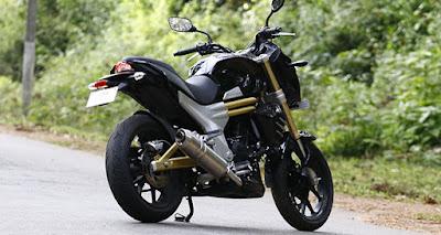 2016 Mahindra Mojo Tourer Edition rear look