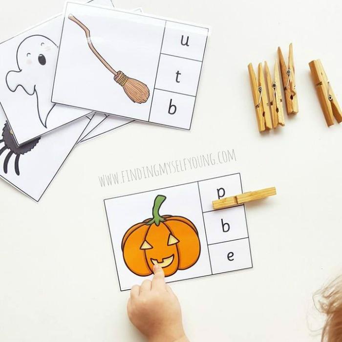 Twinkly halloween printable phonics game