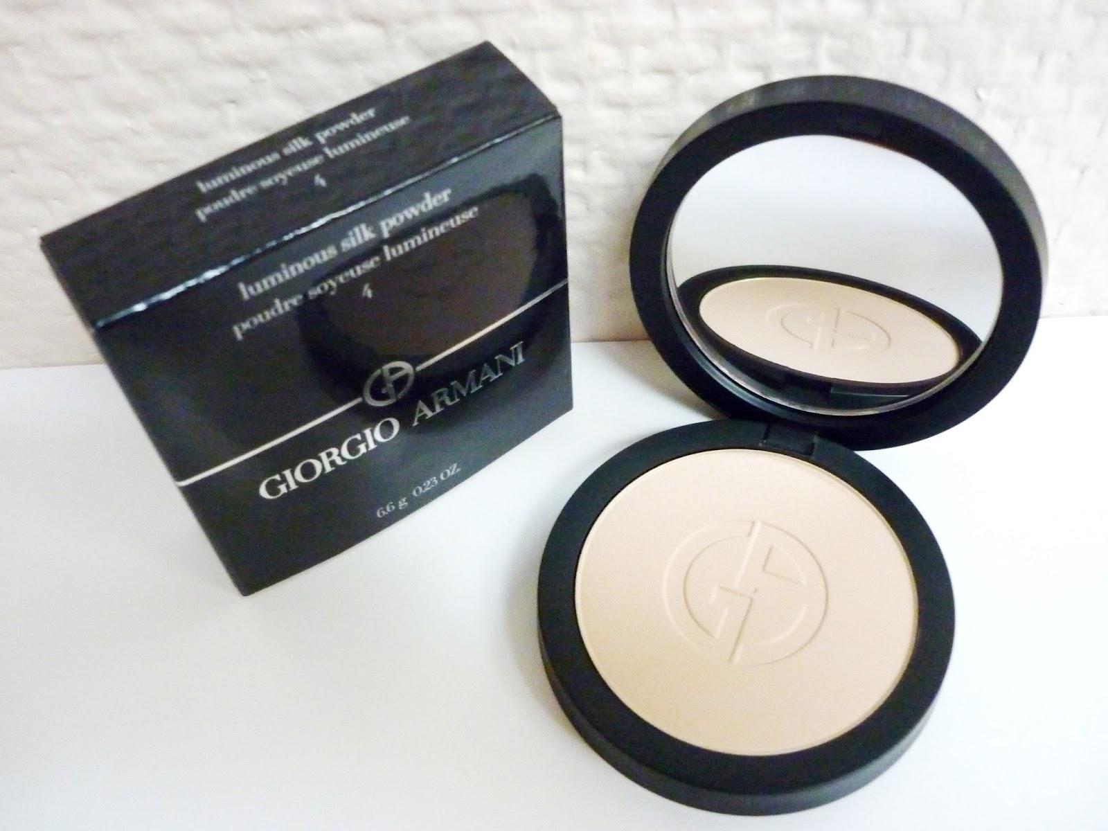 My Blond World: Recenze: Armani luminous silk powder #4