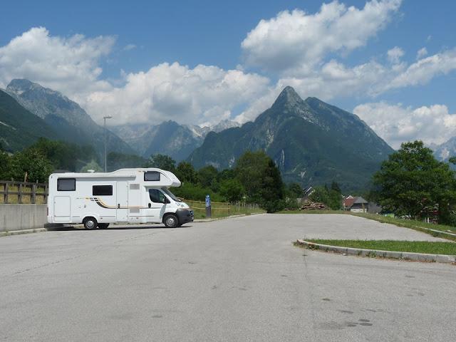 Foto del área de Autocaravanas de Bovec. Ruta en autocaravana por Eslovenia | caravaneros.com