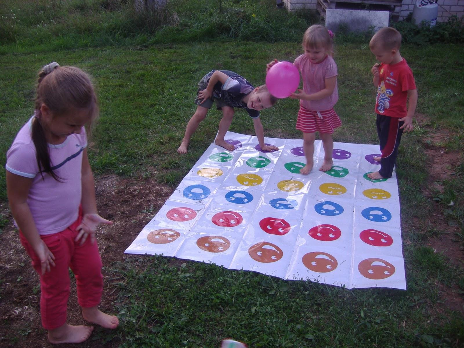 982eea46deb Sünnipäev möödus väga lõbusalt. Kaspar ja Keiry tõid Twisteri mängu ja kõik  said korralikult venitatud. Lastel oli lausa tegemist, et nemad ka mängida  ...
