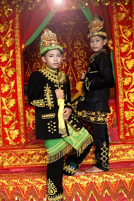 Remaja di Khitan, Fashion Photography, Potret Budaya Aceh, Kid Photography