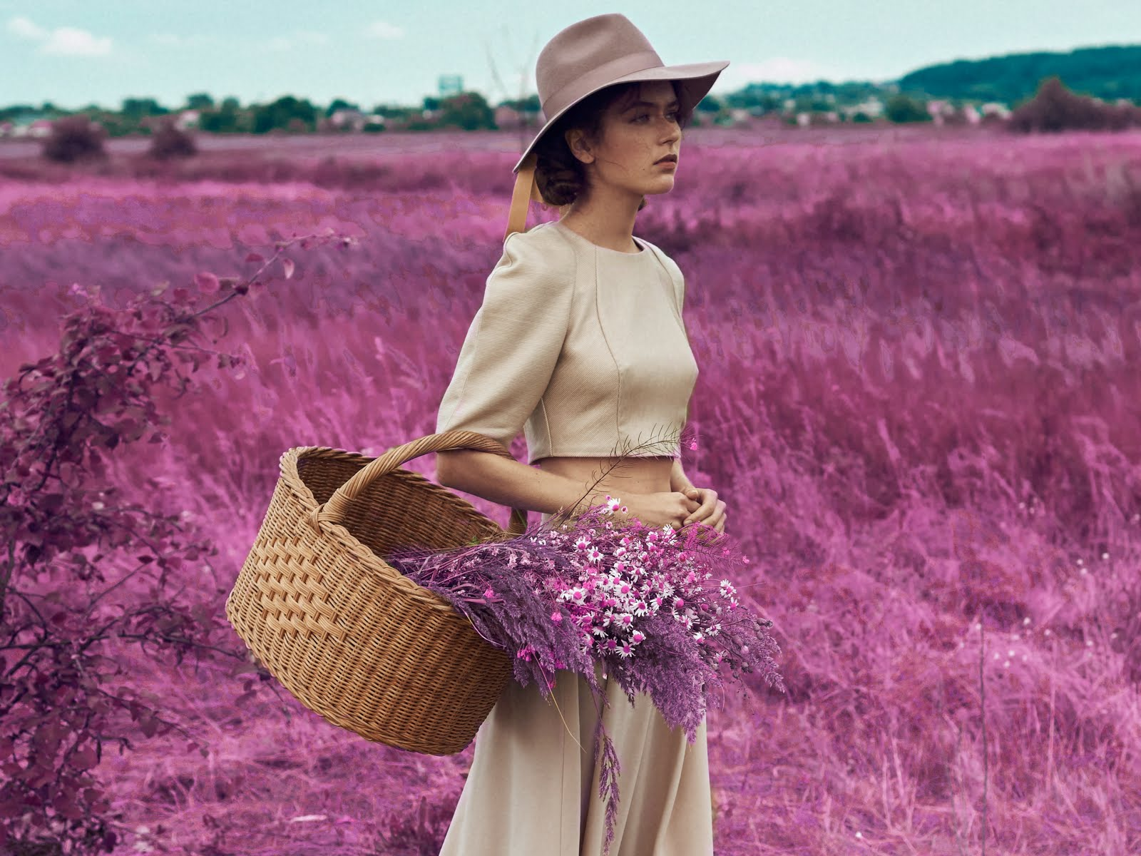 модель в поле, съемка в поле, мода, продвижение дизайнеров одежды, шоу рум red, лучшие шоу румы москвы, где купить дизайнерскую одежду, дизайнерская одежда