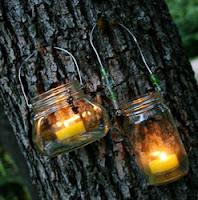 http://translate.google.es/translate?hl=es&sl=en&tl=es&u=http%3A%2F%2Ffrecklednest.typepad.com%2Fla%2F2012%2F05%2Fdiy-hanging-lanterns-using-jars.html