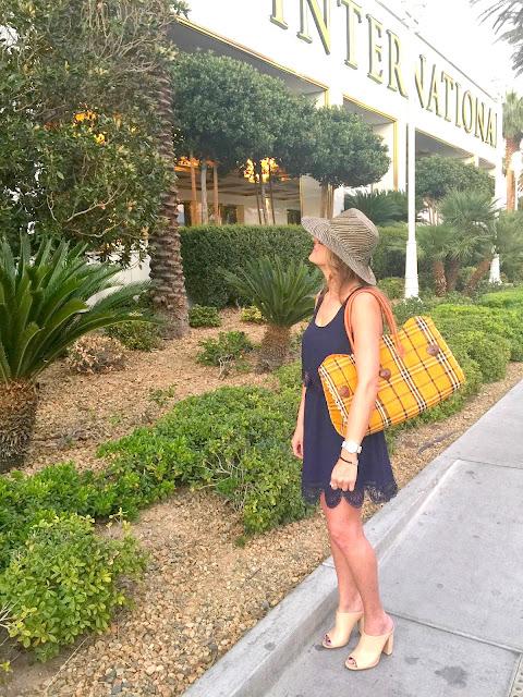 fashion, fashion blogger, las vegas, vegasstylechallenge, travel, travelblogger, streetstyle,ootd, trumplasvegas,fiftyandfabulous, styleafterfifty, middleageblogger