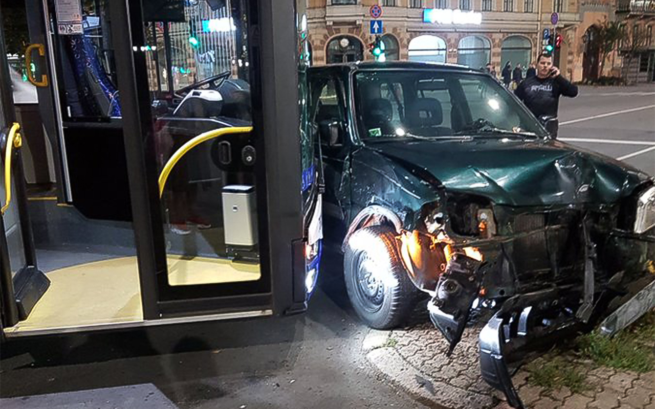 Rīgas Satiksmes autobusa avārija ar vieglo auto