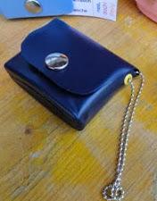 http://vctryblogger.blogspot.com.es/2012/03/monederos-con-envases-de-champu-o.html#more