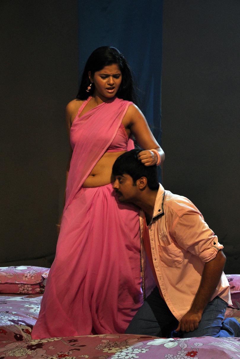 Saree Navel Kiss Images