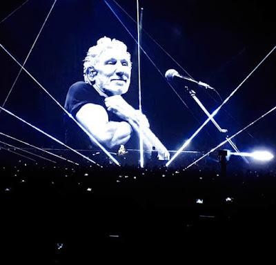 Roger Waters Budapesten, a Papp László Sportarénában tartott koncerten, 2018. május 2-án.