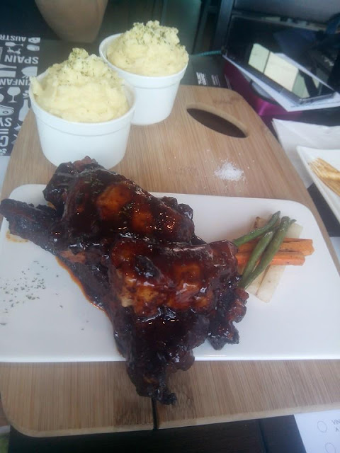 BBQ spareribs at Planet Grapes
