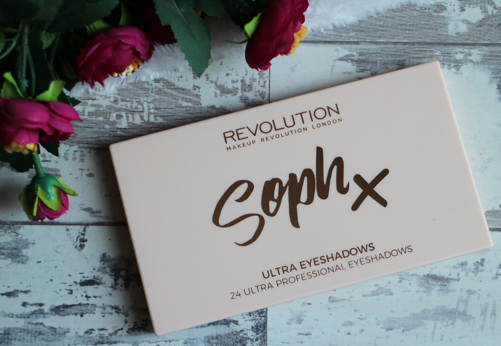 Make Up Revolution Soph X Ultra Eyeshadows Palette