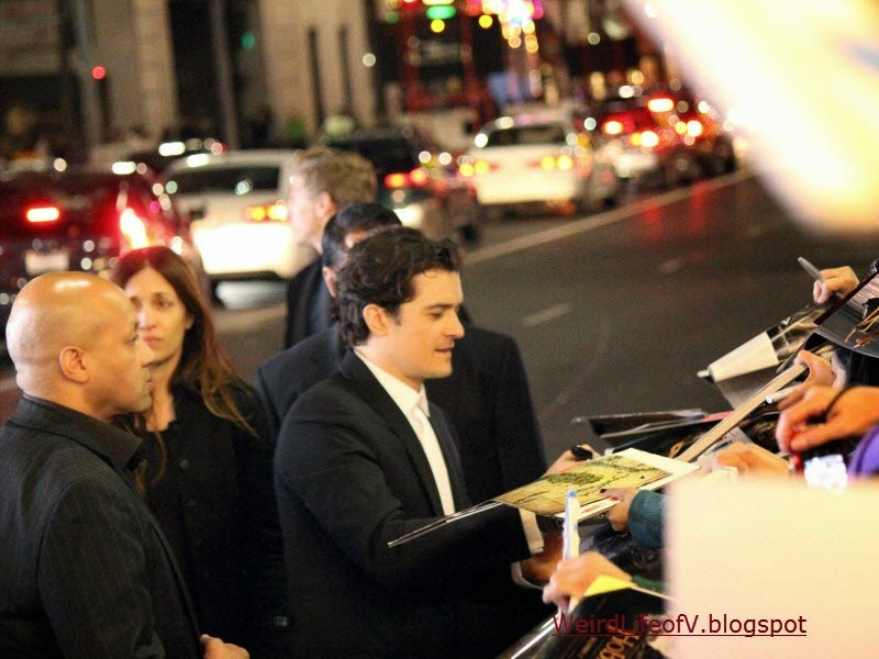 Orlando Bloom signing autographs
