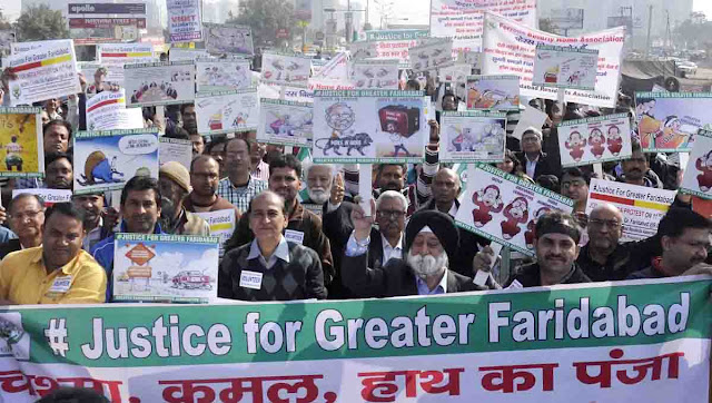 People from different societies of Greater Faridabad raised protest against the builders, protested