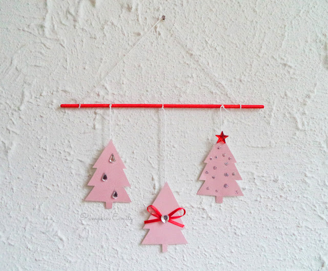 Cute DIY Christmas Wall Decor | DIY Tree Mobile